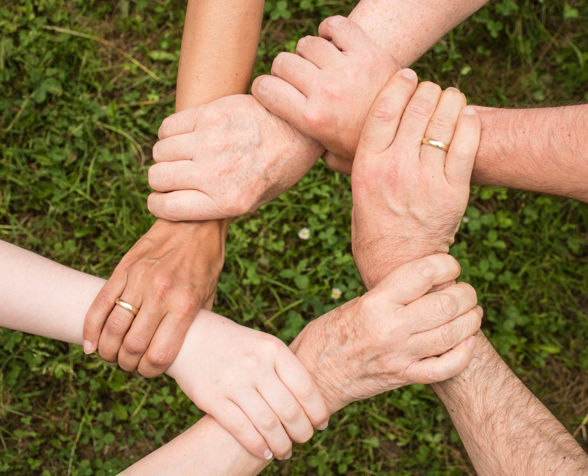 Cara Menjaga Sikap Saling Menghormati Seluruh Anggota Keluarga